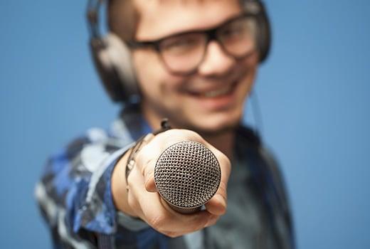 customer-success-header-mic-thumb